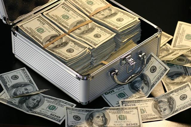 peníze v kufru.jpg