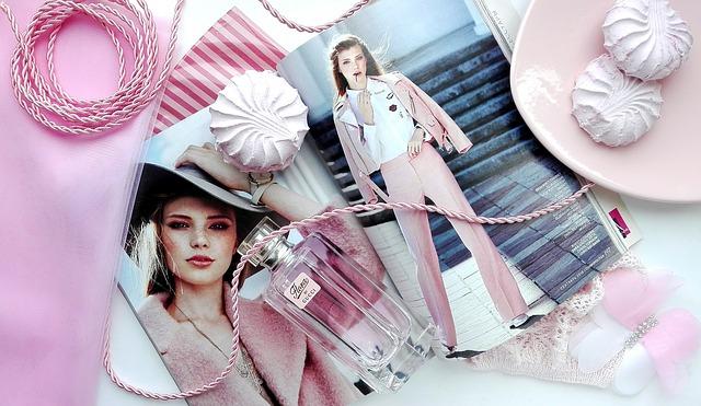 žena a parfém
