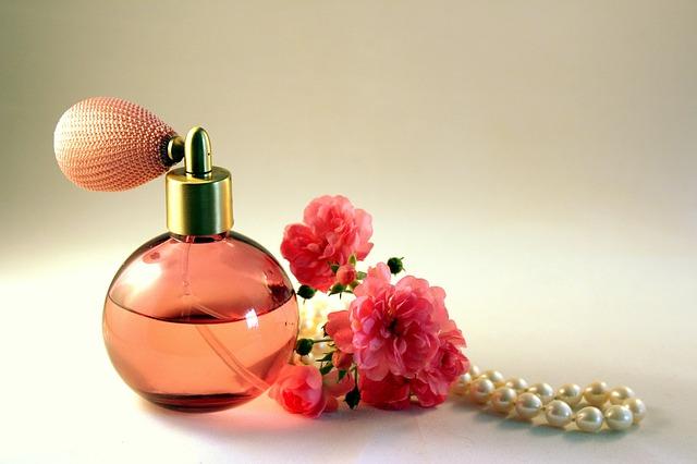 flakon s parfémem