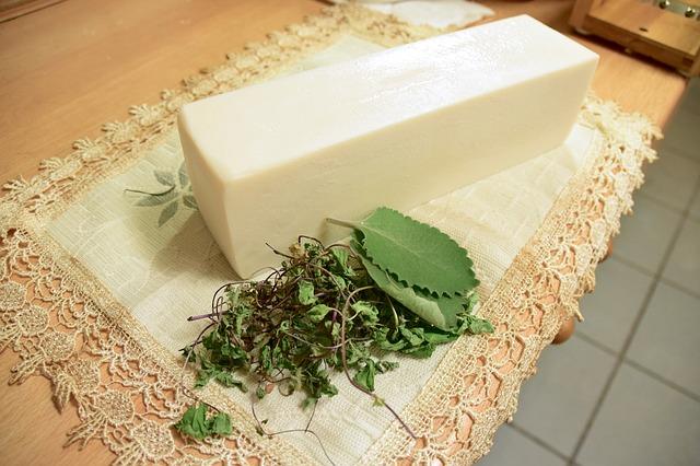 mýdlová hmota a bylinky