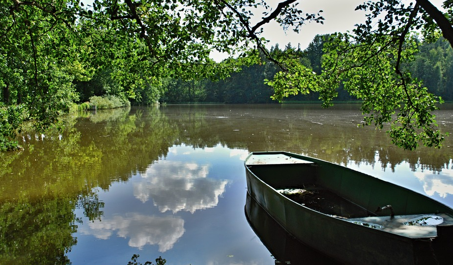 rybník loďka